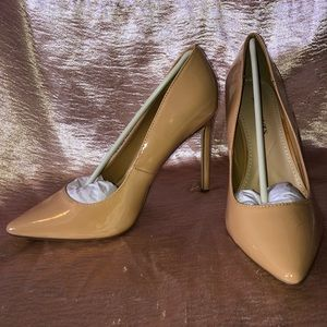 Felicity Golden Nude Patent Leather Pump- Sz 9W